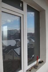 Продам пластиковые она,  двери и остекление балкона.